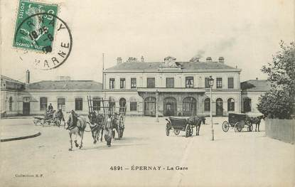 "/ CPA FRANCE 51 ""Epernay, la gare"" / ATTELAGE"