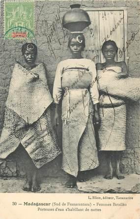 "CPA MADAGASCAR ""Femmes Betsiléo, porteuses d'eau"""