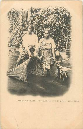 "CPA MADAGASCAR ""Betsimisaraka à la pêche"""