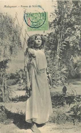 """CPA MADAGASCAR """"Femme de Nossi Bé"""""""