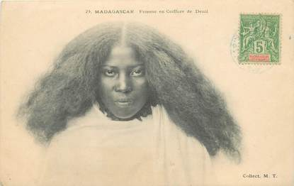 "CPA MADAGASCAR ""Femme en coiffure de deuil"""