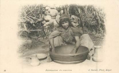 """CPA ALGERIE / SCENES ET TYPES / GEISER """"Fabrication du Couscous"""""""