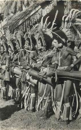 """CPSM PAPOUASIE / NOUVELLE GUINEE """"Danseurs battant du Tambour et chantant"""""""