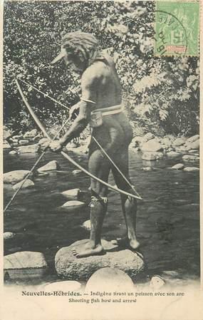 """CPA NOUVELLES HEBRIDES / VANUATU """"Indigène tirant un poisson avec son arc"""""""