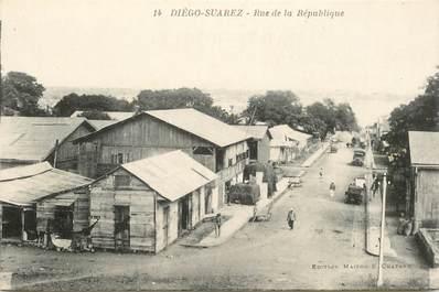 """CPA MADAGASCAR """"Diégo Suarez, la rue de la République"""""""