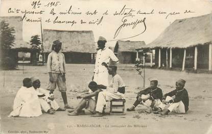 """CPA MADAGASCAR """"Le Perruquier des Miliciens"""""""