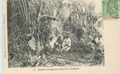 "CPA MADAGASCAR ""Repas malgache dans la brousse"""