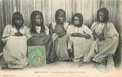 "CPA MADAGASCAR ""Femmes Sihanakas, Coiffure"""