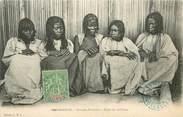 "Afrique CPA MADAGASCAR ""Femmes Sihanakas, Coiffure"""