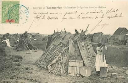 "CPA MADAGASCAR ""Habitations malgaches dans les rizières"""