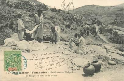 "CPA MADAGASCAR ""Tananarive, blanchisseuses malgaches, lavage au bord de la rivière"""