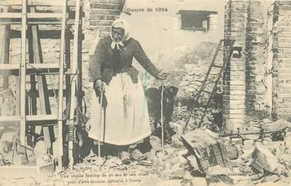 """CPA FRANCE 77 """"1914, Femme de 90 ans près d'une maison détruite à Morin"""""""