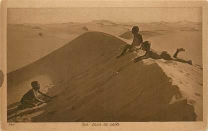 """CPA SCENES ET TYPES / LEHNERT & LANDROCK / TRES BON ETAT """"Un Bain de sable, N°147"""""""