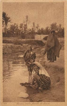 "CPA SCENES ET TYPES / LEHNERT & LANDROCK / TRES BON ETAT ""Femmes arabes faisant la lessive, N° 229"""