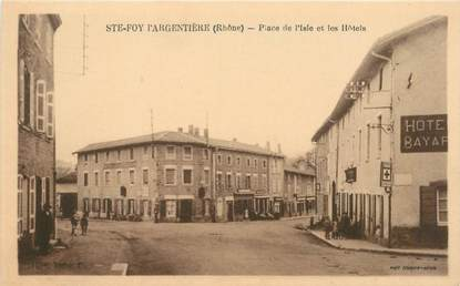 """CPA FRANCE 69 """"Sainte Foy l'Argentière, Place de l'Isle et les Hotels"""""""