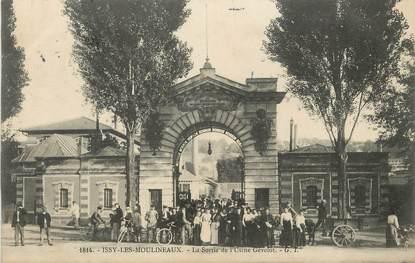 """/ CPA FRANCE 92 """"Issy Les Moulineaux, la sortie de l'usine Gévelot"""""""