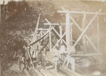 """PHOTOGRAPHIE ORIGINALE / MADAGASCAR """"Construction d'un pont, chantiers d'Ampasimbola"""""""