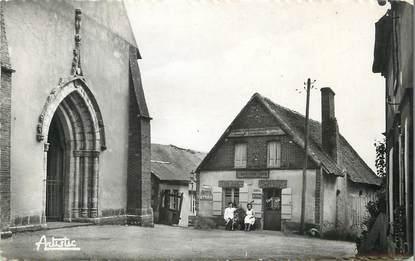 """/ CPSM FRANCE 89 """"Saint Martin sur Ouanne, place de l'église"""""""