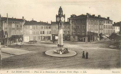 "CPA FRANCE 69 ""Tassin la Demi Lune, Place de la Demi Lune et avenue Victor Hugo"""