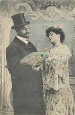 """/ CPA BERGERET """"Une homme et une femme avec un poisson"""""""