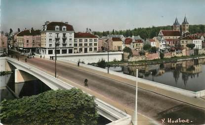 """CPSM FRANCE 77 """"Melun, sur le pont du Gal Leclerc"""""""