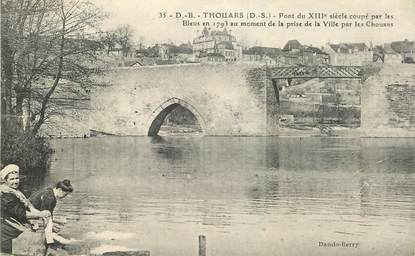 """CPA FRANCE 79 """"Thouars, le pont"""""""