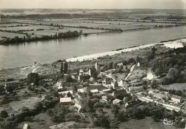"""/ CPSM FRANCE 27 """"Aizier, vue aérienne du bourg et la Seine"""""""
