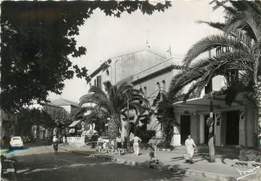 """/ CPSM FRANCE 83 """"Le Lavandou, place de la mairie"""""""