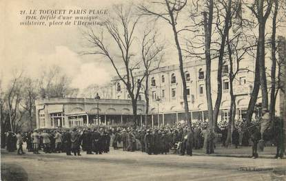 """/ CPA FRANCE 62 """"Le Touquet Paris Plage, place de l'hermitage, défilé d'une musique militaire"""""""