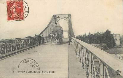 """/ CPA FRANCE 17 """"Tonnay Charente, sur le pont"""""""