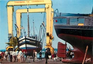 """/ CPSM FRANCE 62 """"Etaples, port de pêche"""" / BATEAU"""