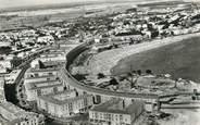 """17 Charente Maritime / CPSM FRANCE 17 """"Royan, vue générale de la plage sur le front de mer"""""""
