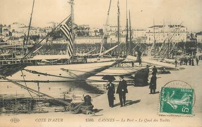 "CPA FRANCE 06 ""Cannes, le port, le quai des Yachts"""
