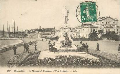 """CPA FRANCE 06 """"Cannes, le monument d'Edouard VII et le casino"""""""