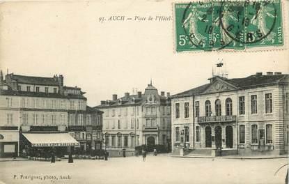 """CPA FRANCE 32 """"Auch, Place de l'Hôtel de ville"""""""
