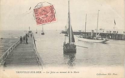 """CPA FRANCE 14 """"Trouville, les Jetées au moment de la marée"""""""