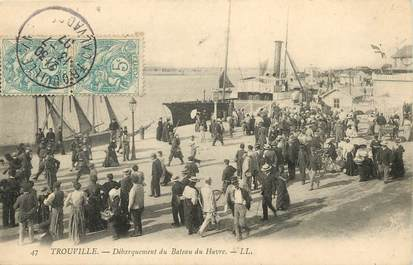 """CPA FRANCE 14 """"Trouville sur Mer, débarquement du bateau du Havre"""""""