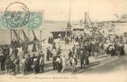"""14 Calvado CPA FRANCE 14 """"Trouville sur Mer, débarquement du bateau du Havre"""""""