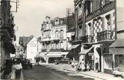 """14 Calvado / CPSM FRANCE 14 """"Villers sur Mer, rue du générale De Gaulle et place Jeanne d'Arc"""""""