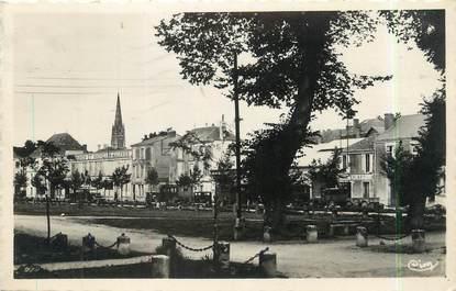 """/ CPSM FRANCE 85 """"Fontenay Le comte, place de Verdun, champ de Foire"""""""