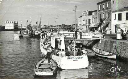 """/ CPSM FRANCE 85 """"Les Sables d'Olonne, le port"""" / BATEAU"""