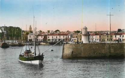 """/ CPSM FRANCE 85 """"Ile d'Yeu, entrée de port Joinville vers les quais"""""""