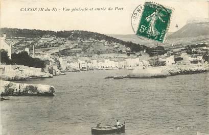 """CPA FRANCE 13 """"Cassis, vue générale et entrée du port"""""""