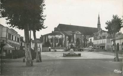 """/ CPSM FRANCE 03 """"Saint Pourçain sur Sioule, place des Halles"""""""