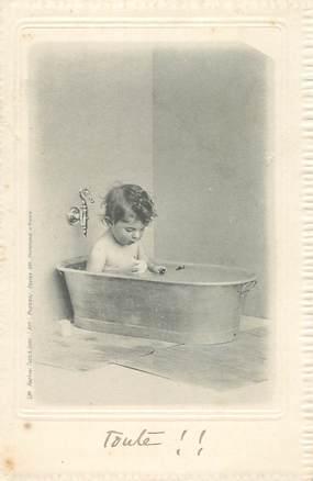 CPA NU / ENFANT /  le   Bain
