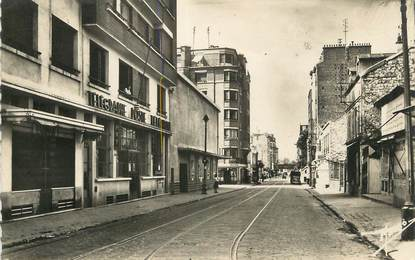 """/ CPSM FRANCE 92 """"Issy Les moulineaux, rue Pierre Timbaut"""""""