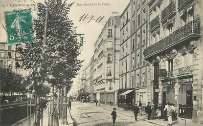 """/ CPA FRANCE 92 """"Levallois Perret, rue Gravel et la poste"""""""
