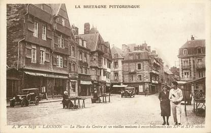 """CPA FRANCE 22 """"Lannion, la Place du centre et ses vieilles maisons"""""""