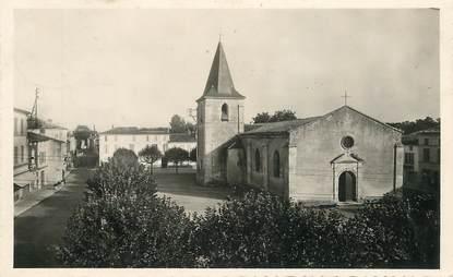 """CPSM FRANCE  17 """"Saujon, la place de l'Eglise"""""""