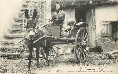 "CPA FRANCE 03 ""Vichy, paysannes bourbonnaise"" / ATTELAGE / ÂNE"